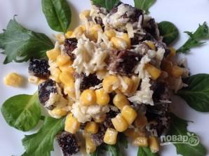 Салат из сухариков и кукурузы - фото шаг 7