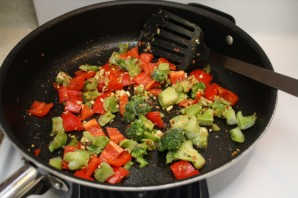 Гуляш из говядины с овощами - фото шаг 2