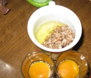 Яичница с гречкой - фото шаг 1