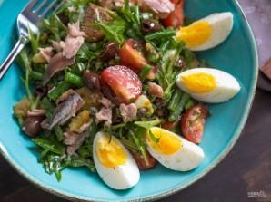 Салат с консервированным тунцом и яйцом - фото шаг 8