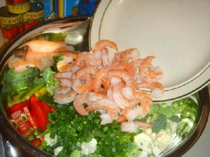Овощной салат с креветками и лимоном - фото шаг 18