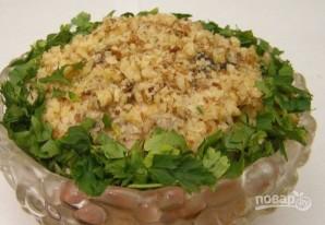 Салат с курицей, черносливом и грибами - фото шаг 6