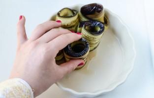 Рулетики из баклажанов с сыром - фото шаг 3
