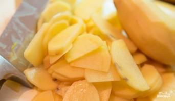 Жареный картофель с чесноком - фото шаг 1