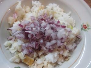 Салат с рыбой горячего копчения - фото шаг 3