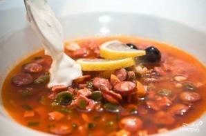 Солянка с маслинами и колбасой - фото шаг 10