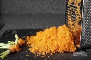 Морковные оладьи с сырным соусом - фото шаг 2