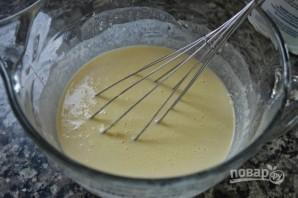 Оладьи на дрожжах на молоке - фото шаг 3