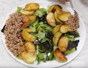 Салат с кус-кусом и жареными яблоками - фото шаг 5
