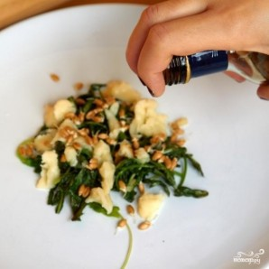 Салат из листьев одуванчика - фото шаг 6