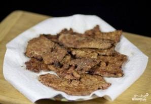 Салат с жареной печенью - фото шаг 4