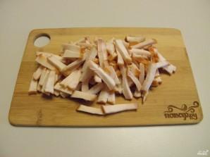 Салат с копченой курицей и корейской морковью - фото шаг 2