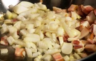 Салат с беконом и яйцом  - фото шаг 1