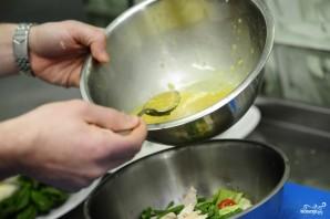 Салат из стручковой фасоли с курицей - фото шаг 15