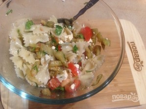 Салат с пастой, баклажанами и брынзой - фото шаг 10