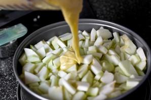 Пышная шарлотка с яблоками - фото шаг 5