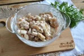 Салат с фасолью и сухариками - фото шаг 5