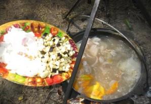 Суп из баранины с баклажанами в казане - фото шаг 2