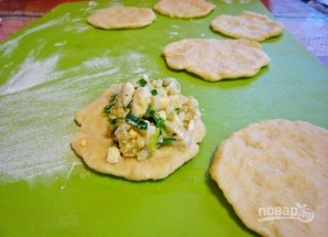 Пирожки с черемшой, рисом и луком - фото шаг 5