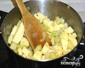 Картофельный суп-пюре с сельдереем и куриными клецками - фото шаг 2