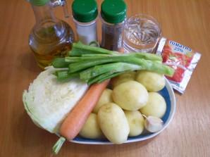 Тушеная капуста с картошкой в мультиварке - фото шаг 1
