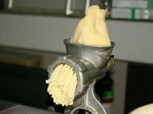 Печенье через мясорубку с маргарином - фото шаг 3