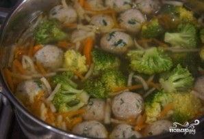Суп с фрикадельками и брокколи - фото шаг 9