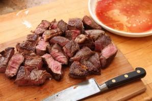 Мясо, тушенное с луком - фото шаг 2