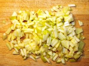 Салат с малосольной красной рыбой - фото шаг 2