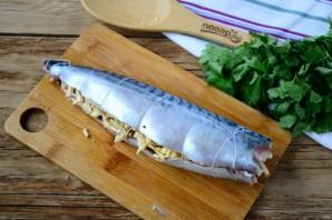 Запеченная скумбрия с орехово-сырной начинкой - фото шаг 5