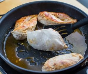 Тушеная курица в сметанном соусе - фото шаг 4