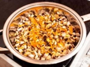 Салат с шампиньонами и кукурузой - фото шаг 7
