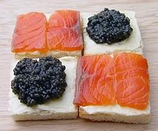 Бутерброд с черной икрой - фото шаг 3