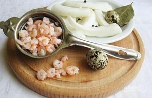 Салат из креветок и кальмаров - фото шаг 3