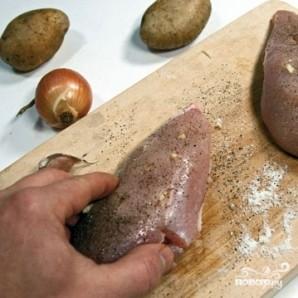 Куриные грудки в сливках под сыром - фото шаг 1