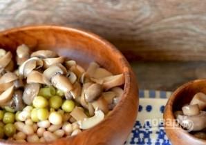 Салат с белой консервированной фасолью - фото шаг 3