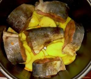 Горбуша в мультиварке с картошкой - фото шаг 3