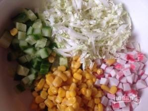 Салат с крабовыми палочками и пекинской капустой - фото шаг 4