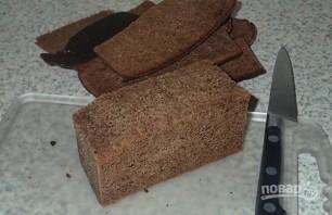 Ржаные гренки с чесноком - фото шаг 2