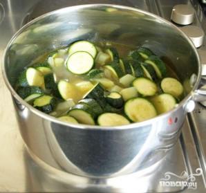 Суп с сыром и цукини - фото шаг 1