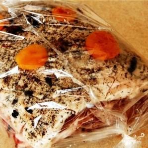 Свиная корейка на кости с морковью - фото шаг 11