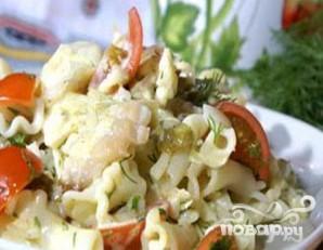 Макаронный салат с копченой рыбой - фото шаг 5