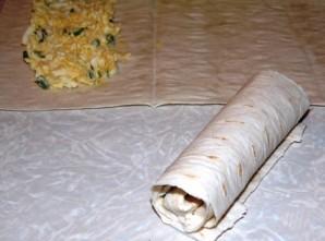 Лаваш с яйцом и зеленью - фото шаг 4