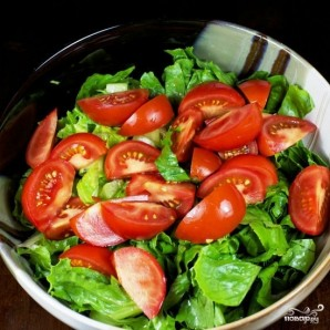 Салат с помидорами, авокадо и креветками - фото шаг 5
