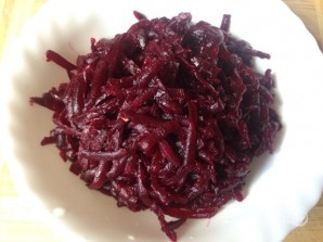 Салат из вареной свеклы без майонеза - фото шаг 2