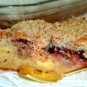 Сливовый пирог с ореховой посыпкой - фото шаг 6