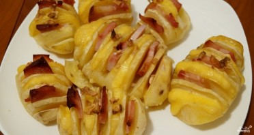 Картошка-гармошка с беконом в духовке - фото шаг 3