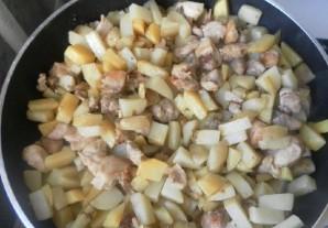 Картошка с курицей и шампиньонами - фото шаг 8