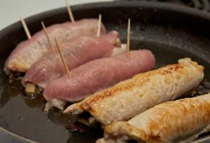 Рулетики из свинины в духовке - фото шаг 11