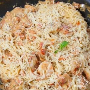 Спагетти с креветками в сливочно-томатном соусе - фото шаг 8